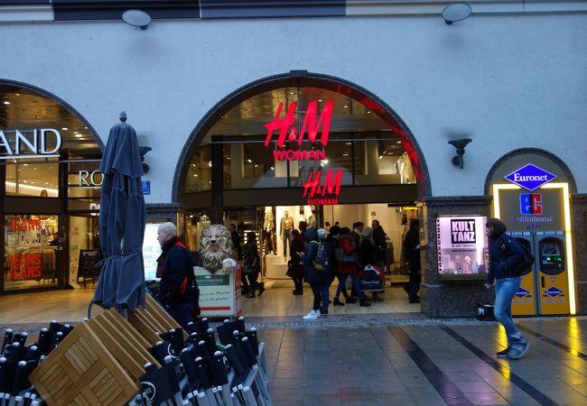 H & M (ノイハウザー通り店)