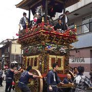 伝統が誇る越中八尾の曳山祭り。提灯山は必見です。