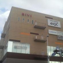 沼津駅の北口すぐ近くに建っています