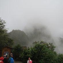 曇ったワイナピチュと入口