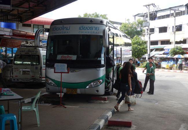 またチェンライからチェンマイまでバスで移動した
