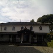 卯之町の真ん中あたりの坂をあがった所にあります。