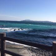 今日は西風強し、新島西側の抜群の海、間々下海岸