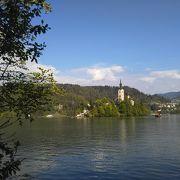 スロベニアで一番人気の教会だそうです ♪