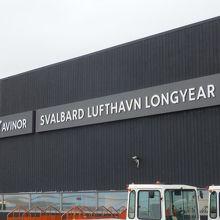 スヴァールバル空港 (LYR)