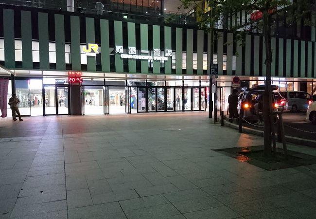 図書館が併設された新しい駅