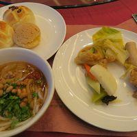 朝食。桂林名物のビーフンもあります。