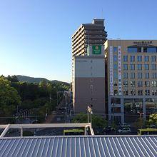 福山駅 新幹線ホームからみえるホテル外観