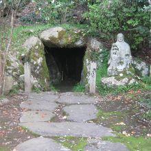 安印寺に隣接しています。