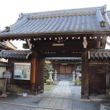 二代当主直孝が母親の供養のために建立したお寺