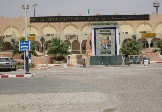 ガルダイア空港とアルジェリア国内線の審査