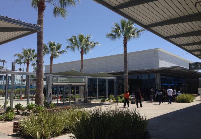 ロングビーチ 市営空港 (LGB)