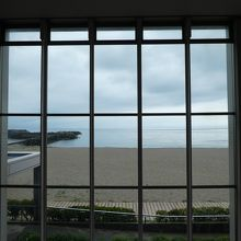 窓の外には浜坂港