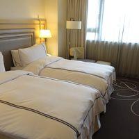 ベッドの幅は狭い