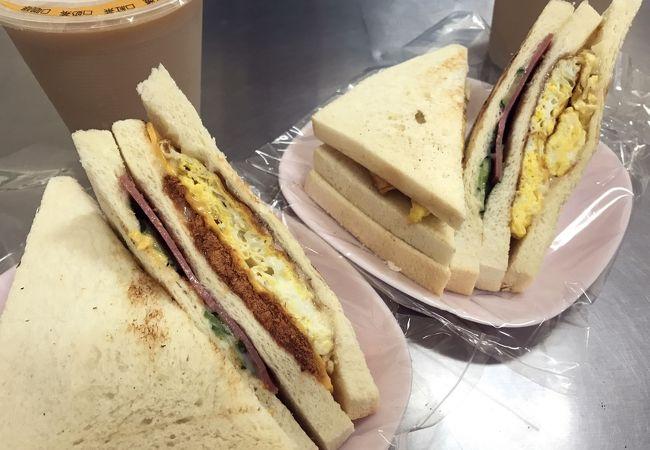 鹽埕で人気の朝食は炭火焼のサンドイッチ