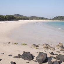 白砂の広いビーチ
