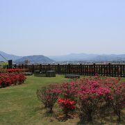 ツツジの名所であり動物園もあり展望台からの眺めもよいです。