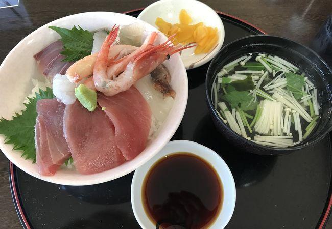 スペシャル海鮮丼を頂きました。