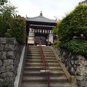 13段の階段を上がって参り。