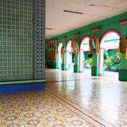 インスタで人気!壁タイルがかわいいヒンドゥ寺院!