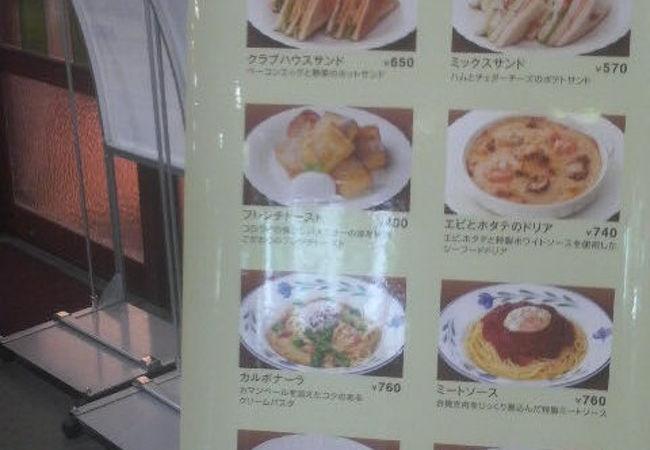 福井駅の改札そばでしっかり食事できるコーヒー店
