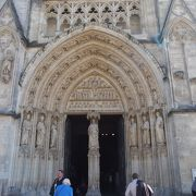 ゴシック様式の威風堂々たる教会