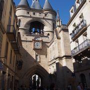 大きな鐘、時計のある南の城門