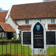 独立広場の隣りのイギリス系教会