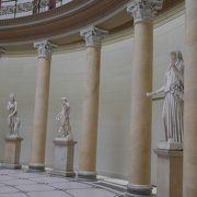 古代ギリシャ、ローマ時代の彫刻が多いです 旧博物館