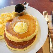 早朝ごはんもここならOK!24時間営業でふわっふわでシンプルなパンケーキで思わず笑顔こぼれます
