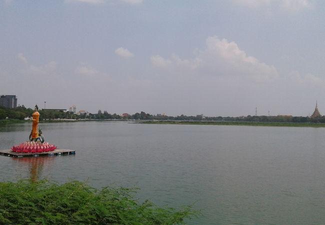 ブン ケン ナコーン湖