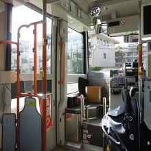 100円バスの内部