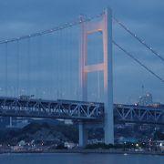 本州(中国地方)と四国を結ぶ、大切な橋。 車、列車で移動できます。