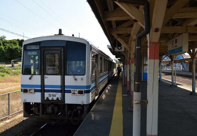 三江線の起点となる駅。駅前は何もない。