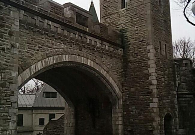 セントルイス門