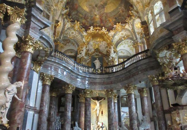 レジデンツの中にある豪華な教会