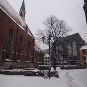聖ペトロ教会からリガ大聖堂へ続くスカールニュ通り