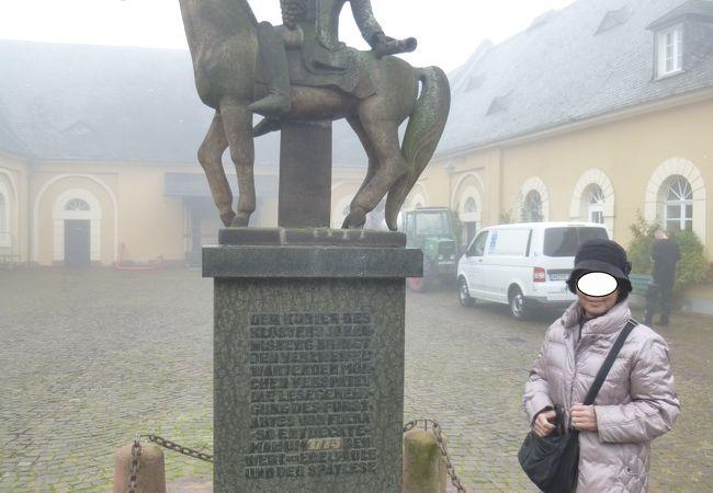 10年経って再訪したラインガウ・ヨハネスベルグ城は霧に包まれていた