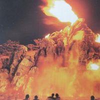 夜の火山ショーが見られます