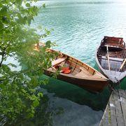 手漕ぎボートで渡りました