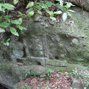 山全体が境内の弥谷寺、いたるところに磨崖仏や供養塔があります。