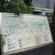 大川沿いの散歩道