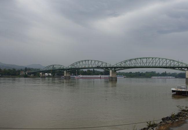 2001年に再建された橋です
