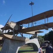 ポルトガルからブラジルまでは短い距離です,と思わせる記念の飛行機が飾ってあります。