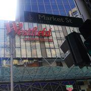 シドニー中心地にあるショッピングモールでシドニータワーがあります