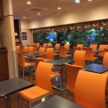 朝食無料の食堂