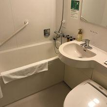 浴槽は大きめで、ゆっくり浸かれます。