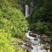 水量があって ダイナミックな滝