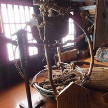 実物展示は集落内の、民俗館2階にありました。