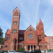 ぽっんと立つ教会